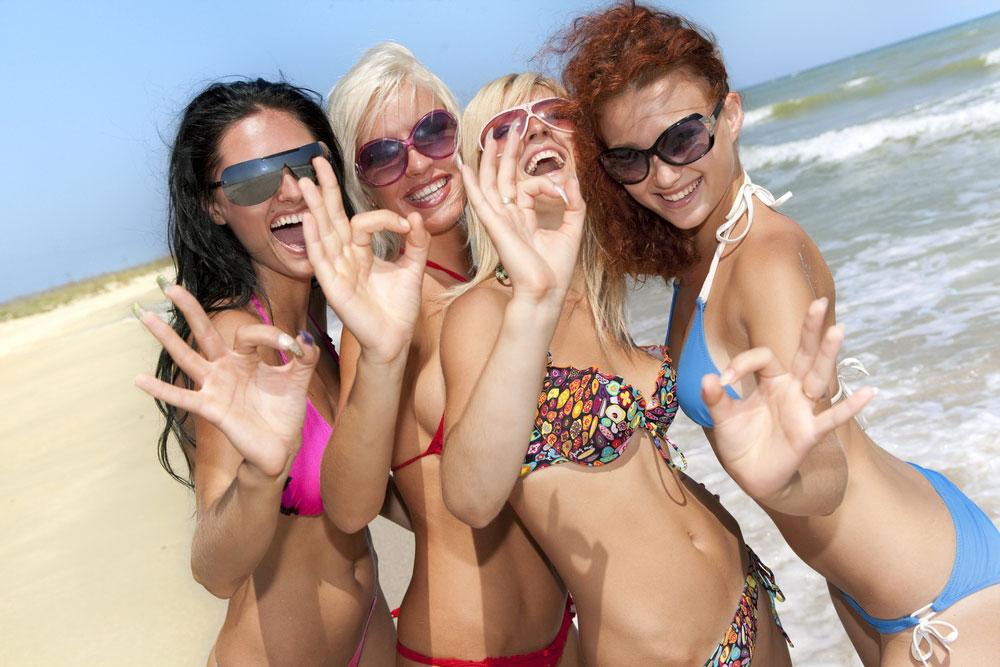 уже раз наши девушки в турции на пляже в клубе вечеру девчонки, глядя